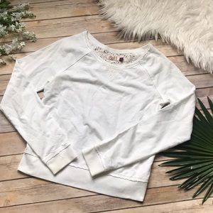 Small white sweatshirt floral lace back white